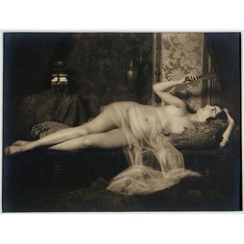 Части тела: Обнаженные женщины на винтажных фотографиях. Изображение №21.