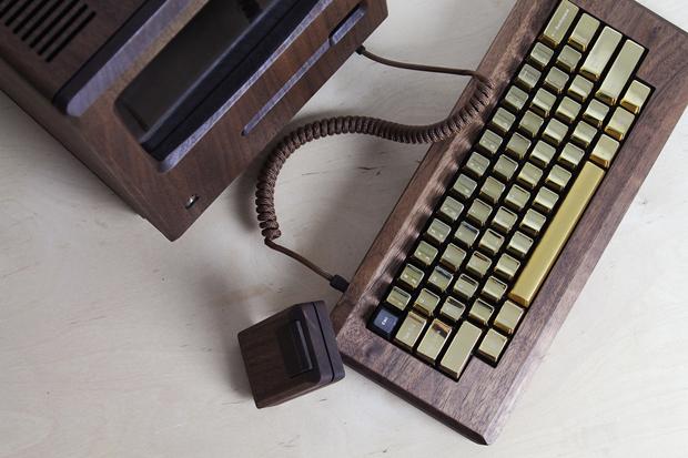 Дизайнер сделал из дерева копию компьютера Apple 1984 года. Изображение № 4.