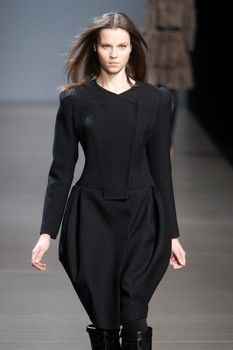 Valentin Yudashkin. Fall-Winter 2010-2011. Изображение № 3.