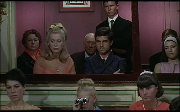 Movie-Looks: «Шербурские зонтики». Изображение № 3.