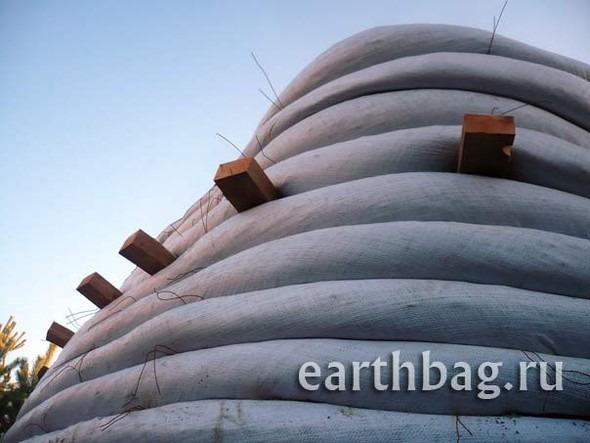 Проапокалиптический DIY - купол из мешков с землей - Earthbag building. Изображение № 5.