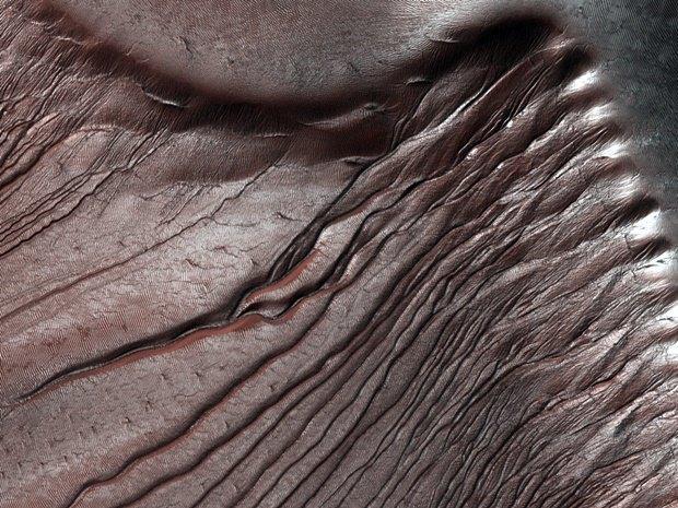 Дюны в кратере Рассела на Марсе. Изображение № 13.