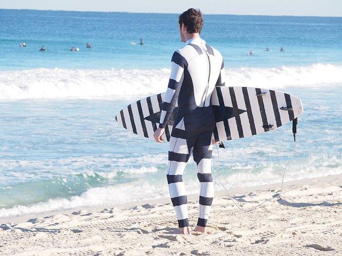 Дизайнеры разработали гидрокостюм, отпугивающий акул . Изображение № 1.