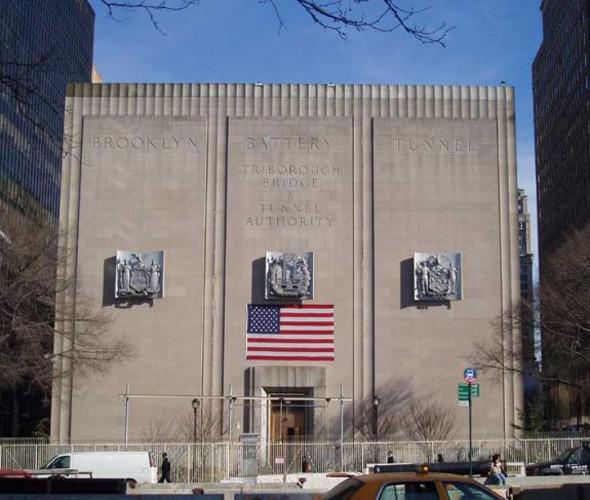 В вентиляционом здании над тоннелем Бруклин – Бэттери скрывается штаб-квартира MIB. Изображение №21.