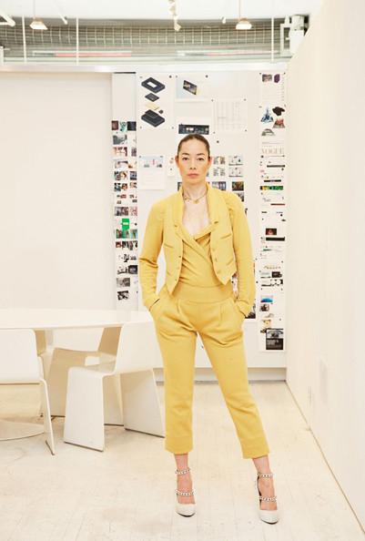 "Изображение 7. VISIONAIRE: 20 лет публицистики ""haute couture"".. Изображение № 9."