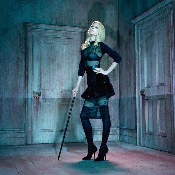 Съёмка: Клаудия Шиффер для немецкого Vogue. Изображение № 2.
