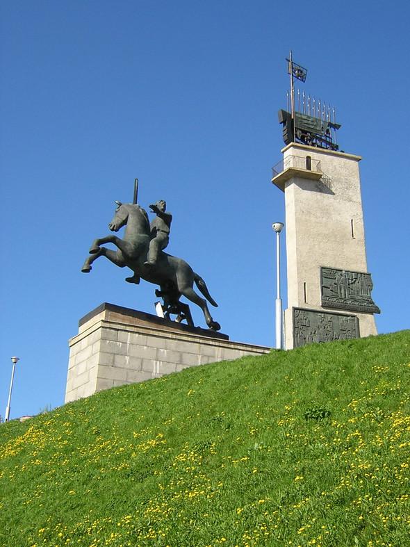 Померялись длиной: самые высокие статуи в мире. Изображение № 3.