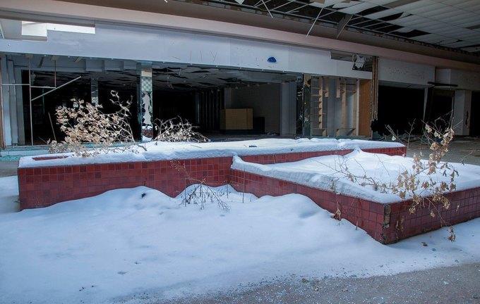 Фото: заброшенный торговый центр в США. Изображение № 8.