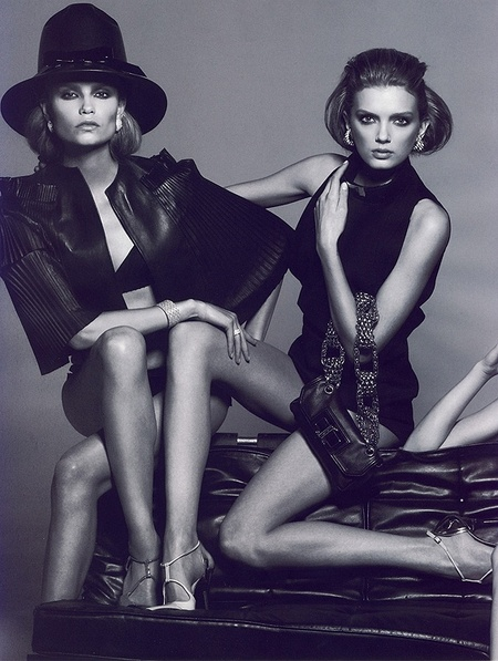 Новая черно-белая фотосерия Питера Линдберга (Vogue). Изображение № 11.