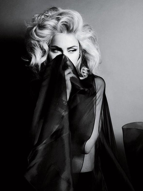 Мадонна в фото Мерта Аласа и Маркуса Пигготта для журнала Interview. Изображение № 9.
