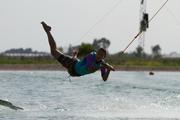 Учу трюк рейли на специальной тренировочной доске в Турции, Hip-Notics Сable Park. Фото — dexy. Изображение № 9.