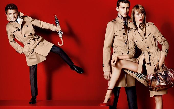 Вышли превью кампаний Burberry, Givenchy и других марок. Изображение № 2.