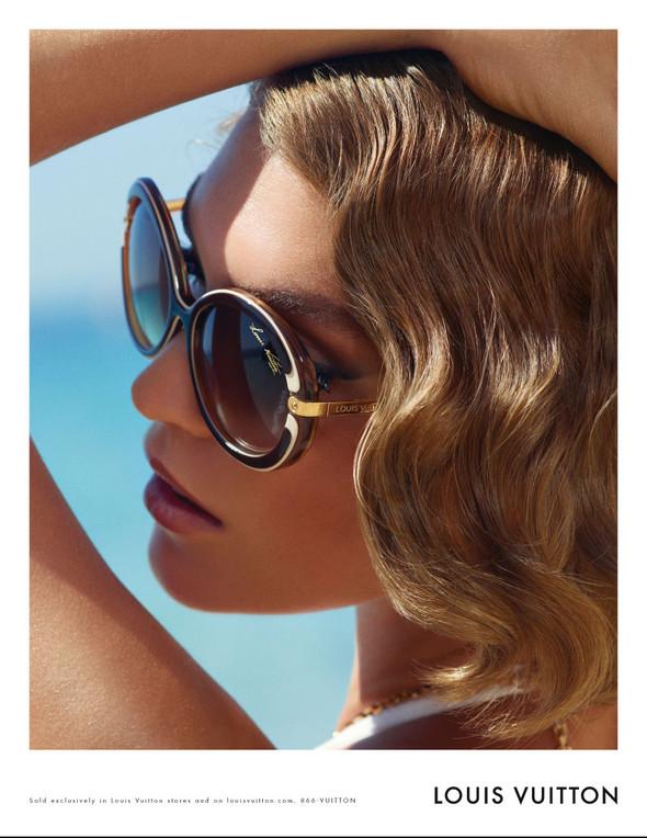 Кампания: Аризона Мьюз для Louis Vuitton. Изображение № 1.
