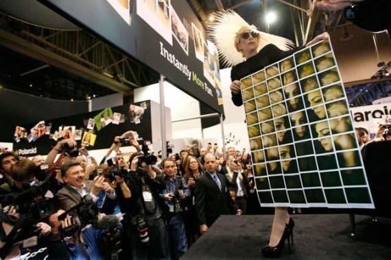 Lady Gaga представила мобильный принтер Polaroid. Изображение № 2.