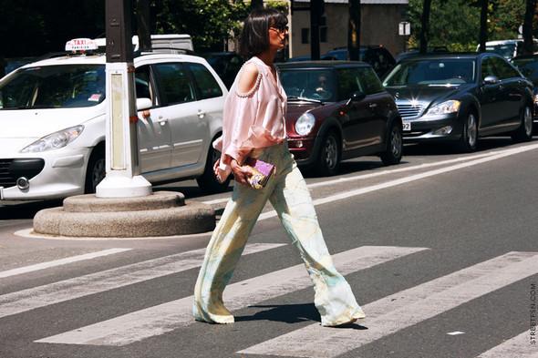 Уличный стиль на Неделе высокой моды в Париже. Изображение № 99.