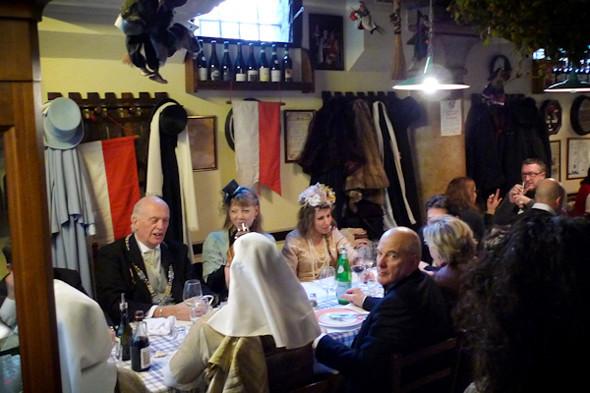Местные актеры в Osteria al Duca. Изображение № 74.