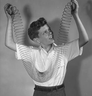 Пружина Slinky Original. Изображение № 2.