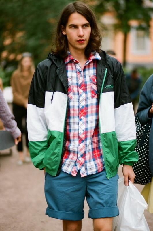 На Саше: рубашка Еxtra, ветровка, шорты  Wesc. Изображение № 15.