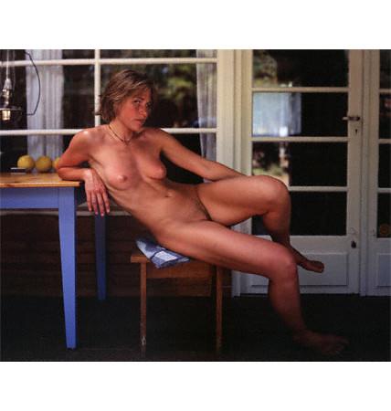 Части тела: Обнаженные женщины на фотографиях 1990-2000-х годов. Изображение №104.