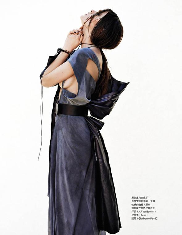 Fashion съемки: Vogue China & Taiwan October 2011. Изображение № 13.