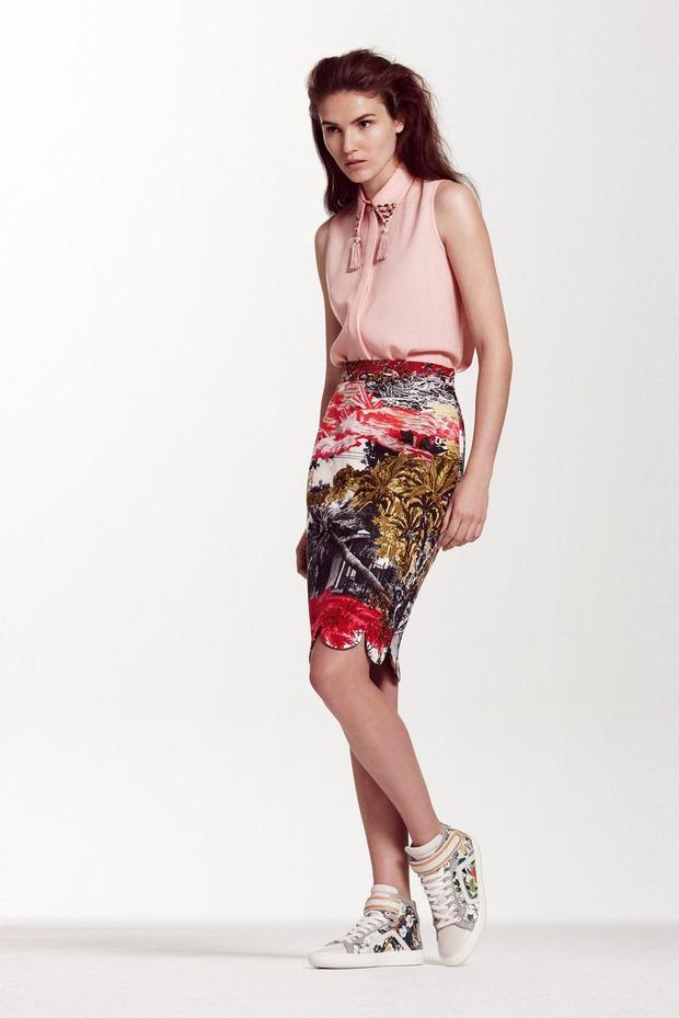 A.P.C., Chanel, MM6, Mother of Pearl, Paule Ka и Yang Li выпустили новые лукбуки. Изображение № 61.