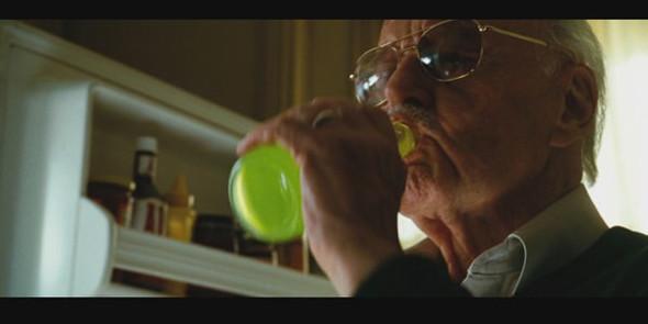 Человек отравившийся лимонадом с кровью Халка в «Невероятном Халке».. Изображение №74.