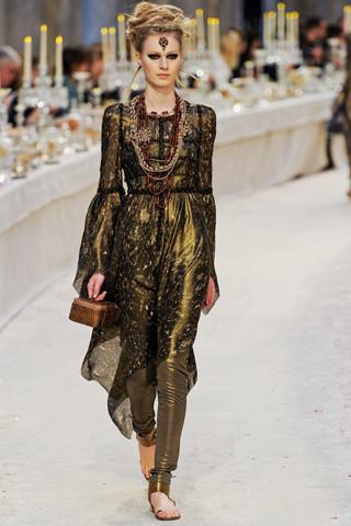 Chanel показали пре-осеннюю коллекцию. Изображение № 58.