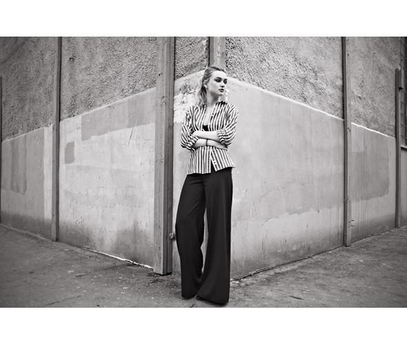Блуза Beyond Retro, 1 950 р., брюки Carin Wester, 5 000 р.. Изображение № 19.
