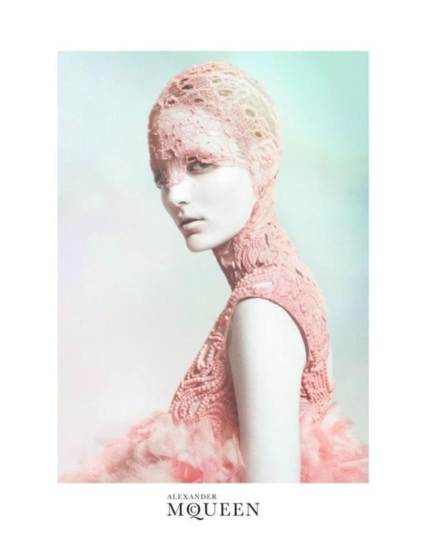 Кампания: Зузанна Биёх для Alexander McQueen SS 2012. Изображение № 2.