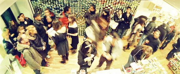 Галерея-магазин Ломографии вНью-Йорке. Изображение № 32.