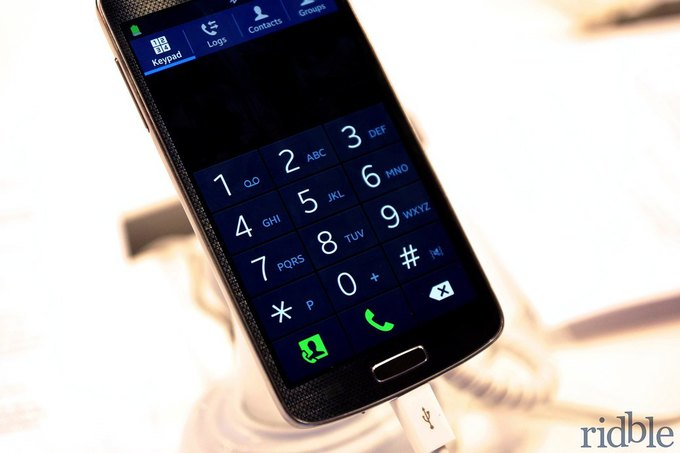 Смартфон Samsung на операционной системе Tizen на выставке Mobile World Congress 2014. Изображение № 2.