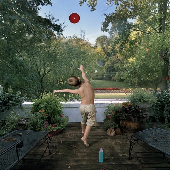 сюрреалистично-реальный мир Фотограф Julie Blackmon. Изображение №3.