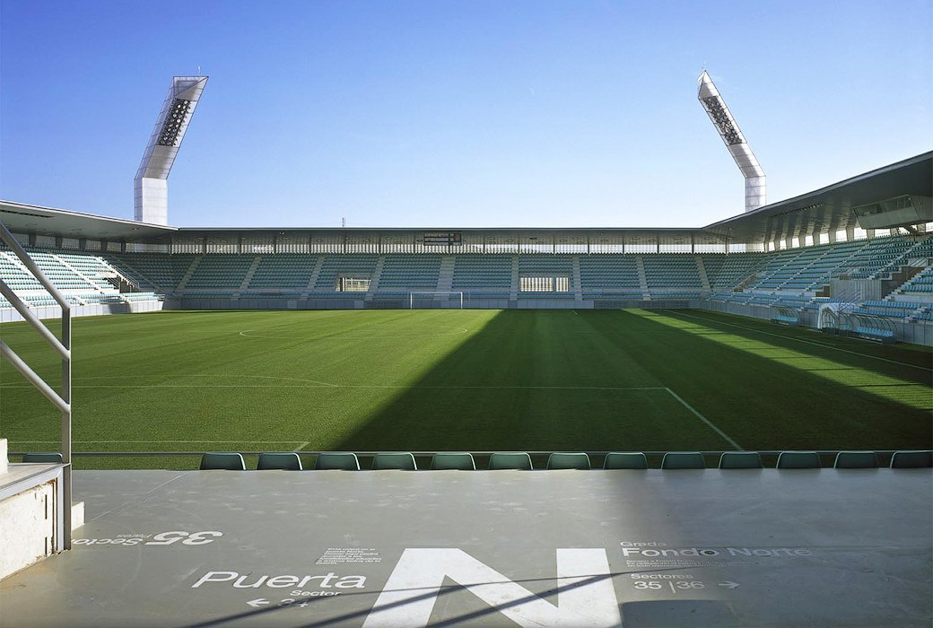 Стадион Nueva Balastera — смесь игры Portal и мира кристаллов. Изображение № 6.