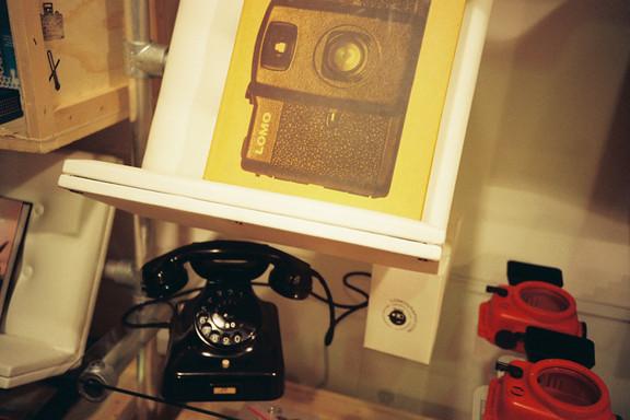Галерея-магазин Ломографии вНью-Йорке. Изображение № 31.
