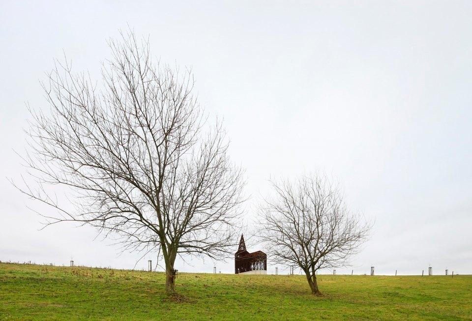 Фото: церковь, которая становится прозрачной . Изображение № 1.