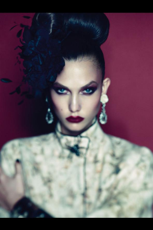 Съёмка: Карли Клосс для Vogue. Изображение № 4.