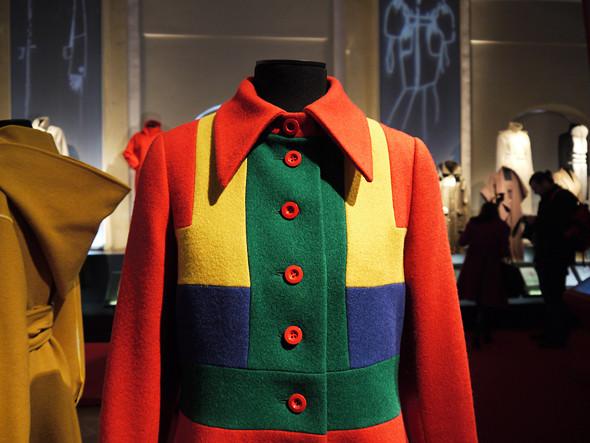 Выставка: «Пальто! Max Mara, 60 лет итальянской моды». Изображение № 10.