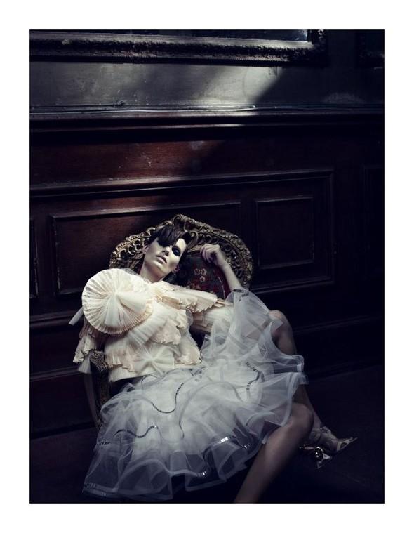 Съемка: Айрис Штрубеггер для немецкого Vogue. Изображение № 11.