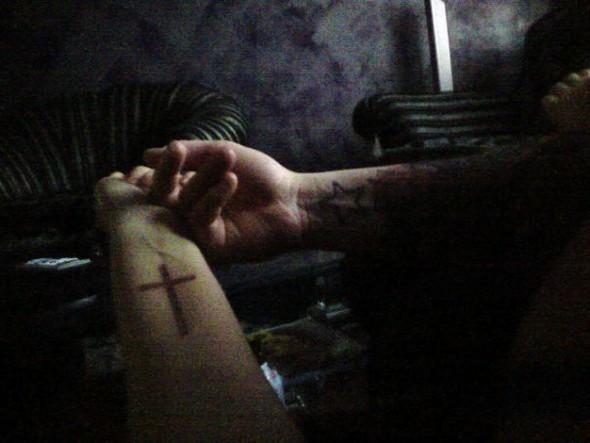 Только потому что крест-часть вторая. Изображение № 175.