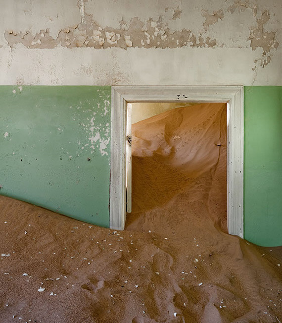Изображение 8. Alvaro Sanchez-Montañes: город-призрак.. Изображение № 8.