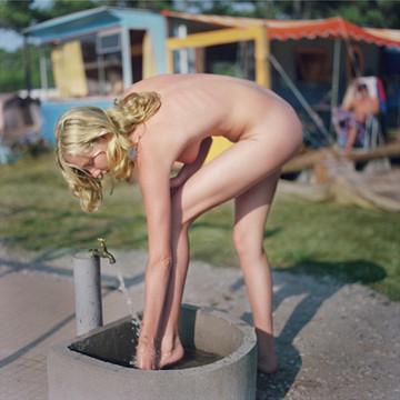Части тела: Обнаженные женщины на фотографиях 1990-2000-х годов. Изображение №62.
