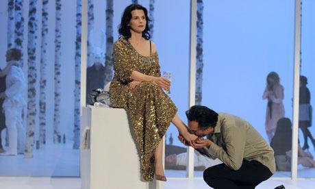 Альбер Эльбаз создал платье для Жюльет Бинош в «Мадемуазель Жюли». Изображение № 2.