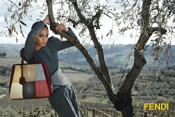 Превью кампаний: Balenciaga, Nina Ricci, Valentino и другие. Изображение № 2.