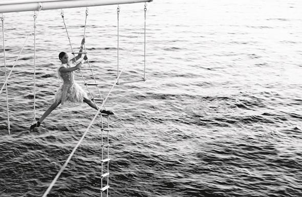 Кампания: Джоан Смоллс и Саския де Брау для Chanel SS 2012. Изображение № 2.