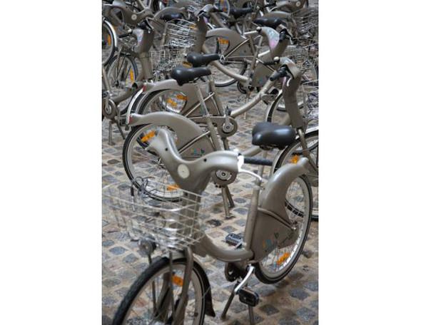 Бастующие велосипеды в Colette, зеркальная сталь в Kensington Gardens и другие новости. Изображение № 3.
