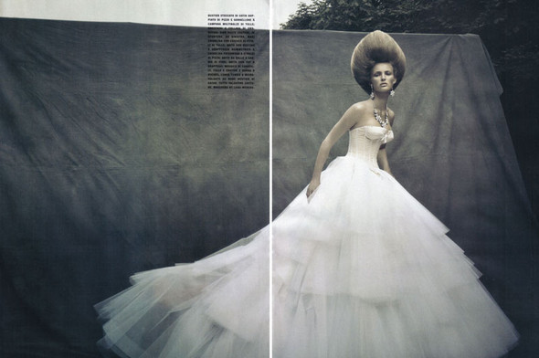 A Dream Of A Dress. Vogue Italia September 2009. Изображение № 4.