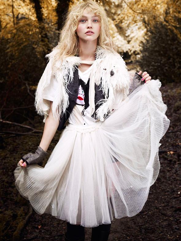 Изображение 11. Саша Пивоварова проснулась в лесу.. Изображение № 1.