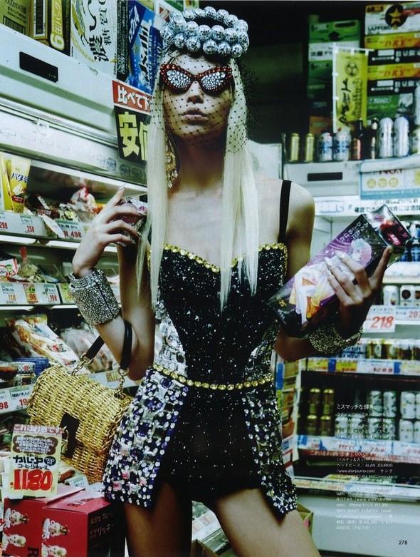 Элин Вебер The Girl Who Rocks The Planet в апрельском Vogue Япония. Изображение № 3.