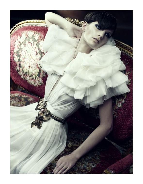 Съемка: Айрис Штрубеггер для немецкого Vogue. Изображение № 8.
