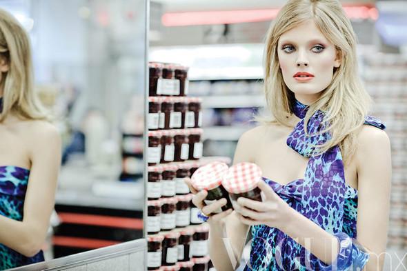 Съёмка: Констанс Яблонски для мексиканского Vogue. Изображение № 1.